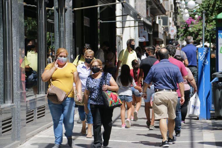 FOTO: Fiebre por las compras navideñas en el centro de Córdoba.
