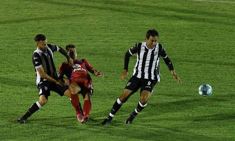 FOTO: Tigre y Gimnasia y Esgrima de Mendoza empataron 1-1.