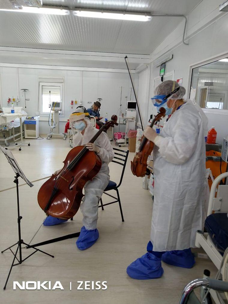 AUDIO: Tocan el violín para pacientes con coronavirus