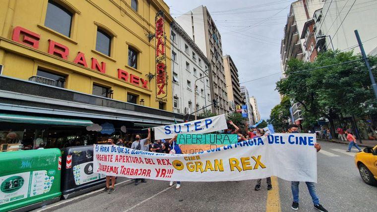 FOTO: Trabajadores de cines de Córdoba protestan por la reapertura