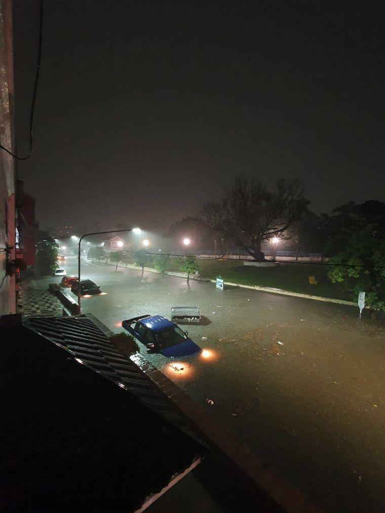 AUDIO: Un temporal azotó a la provincia de Tucumán y causó daños en autos y viviendas