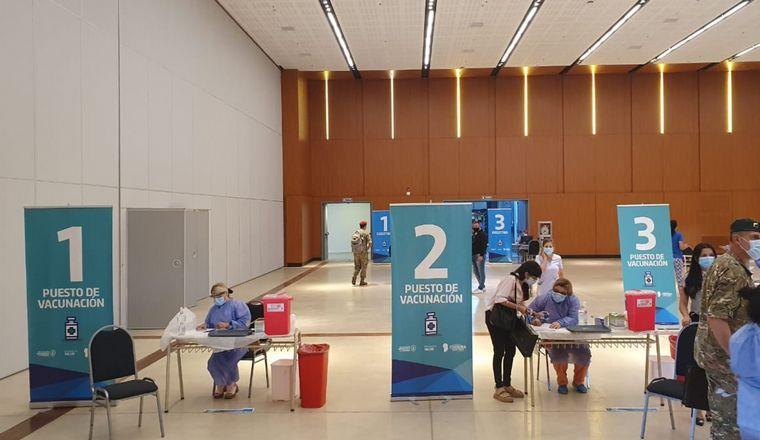 FOTO: Operativo de vacunación en el Centro de Convenciones