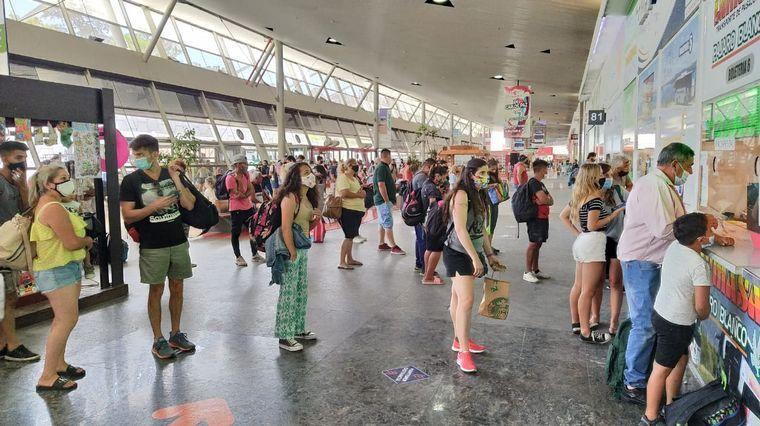 AUDIO: Alta demanda en la Terminal de Ómnibus por el Año Nuevo
