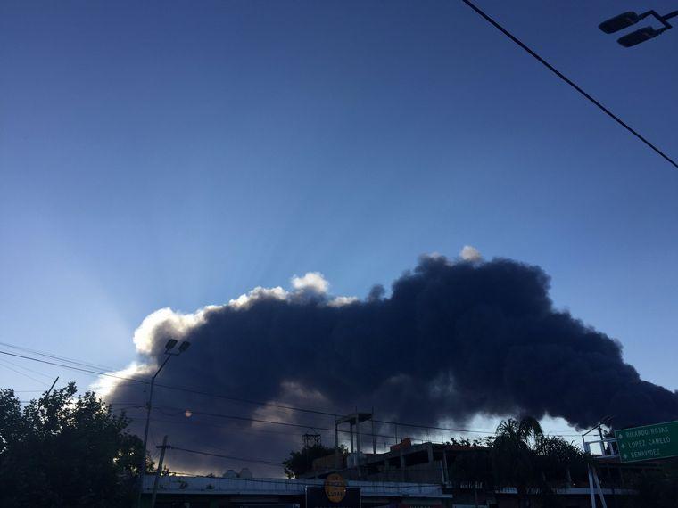 FOTO: Incendio en General Pacheco (Foto: @saeyounggs)