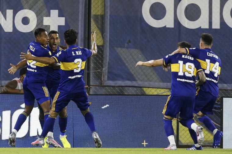 FOTO: Boca y River empataron 2-2 en un superclásico vibrante.