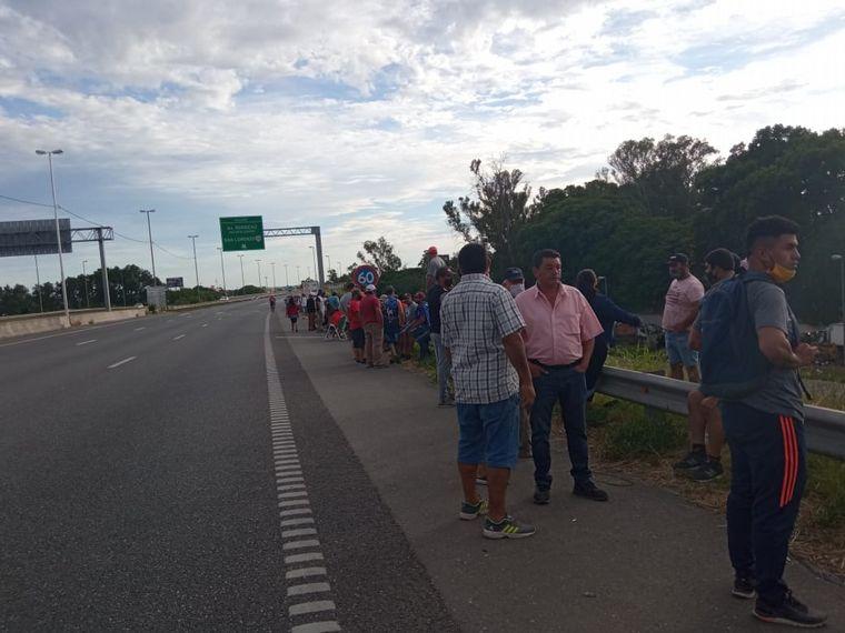 AUDIO: Pescadores cortan el puente Rosario-Victoria