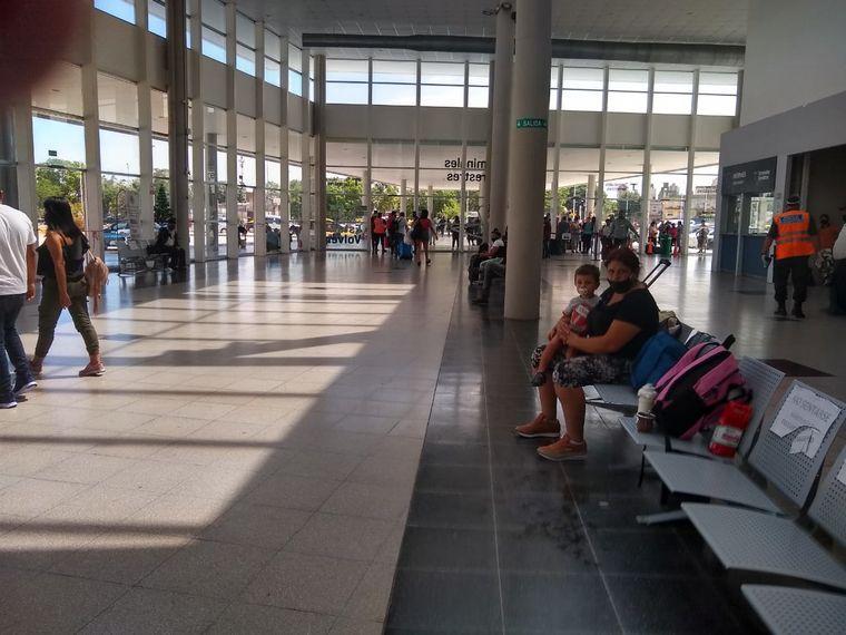 FOTO: Fuerte operativo el fin de semana en la Terminal Dellepiane de Buenos Aires