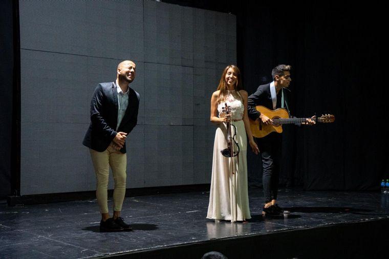 AUDIO: Camilo Nicolás siguió su show pese a un corte de luz: