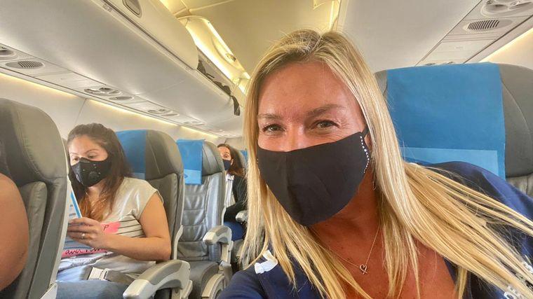 """FOTO: La corresponsal de Cadena 3 arribó este lunes a """"La Feliz"""" en un vuelo directo."""