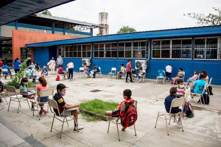 FOTO: Una escuela de verano que da clases de apoyo escolar