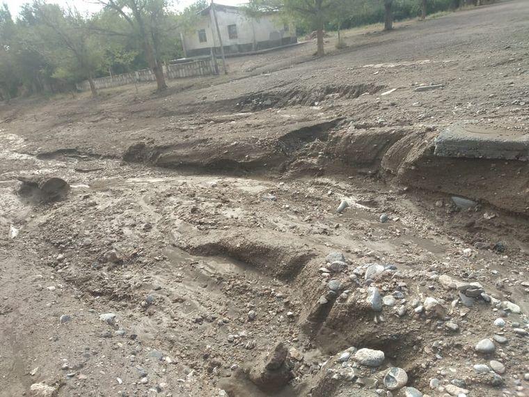 AUDIO: La tormenta generó inundaciones y destrozos en el pueblo neuquino de Barrancas