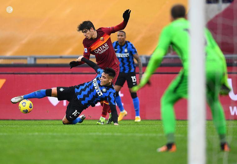 FOTO: Con este resultado, el Milan se mantiene en la cima de la tabla.
