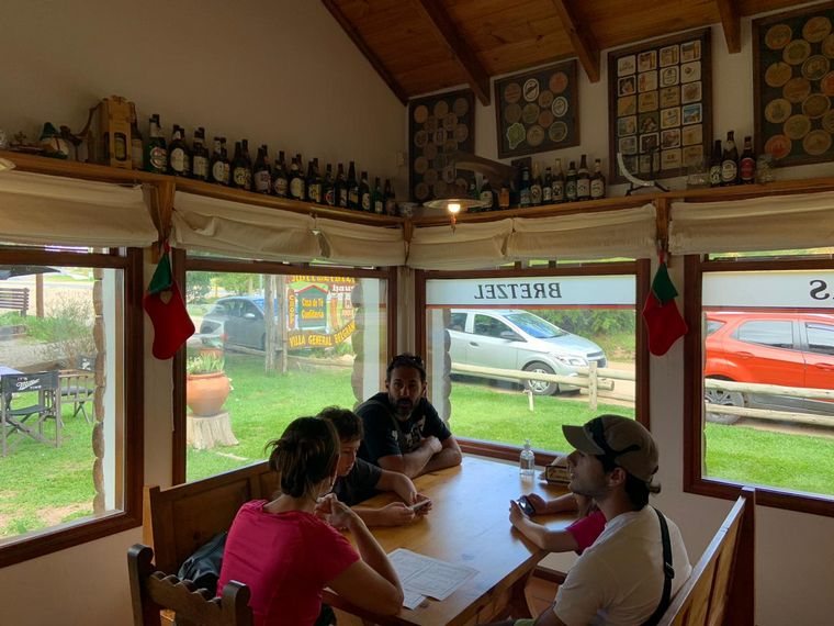 FOTO: Una tarde europea en la casa de té Hoffmeister en Villa General Belgrano