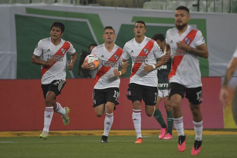 FOTO: River va por la remontada contra Palmeiras en Brasil.