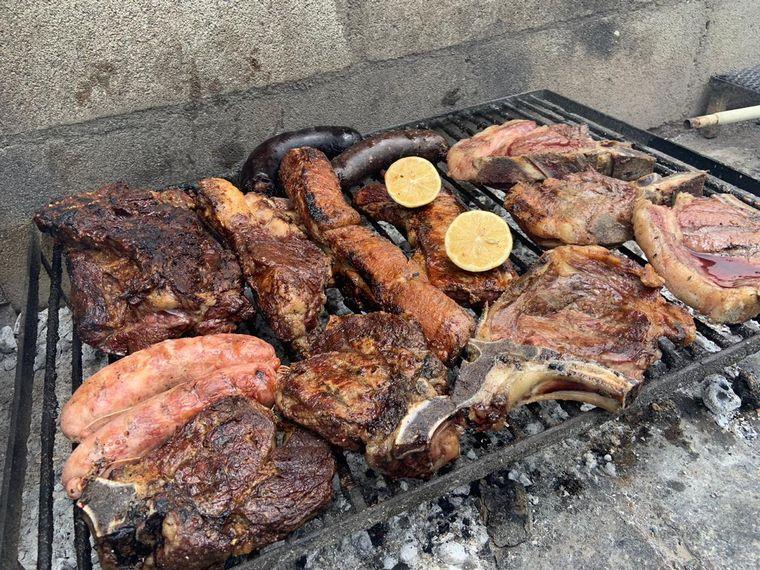 FOTO: Mica Rodríguez preparó un asadazo en Potrero de Garay