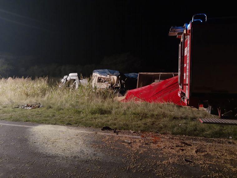 AUDIO: Un muerto en un choque frontal de camiones en El Fortín