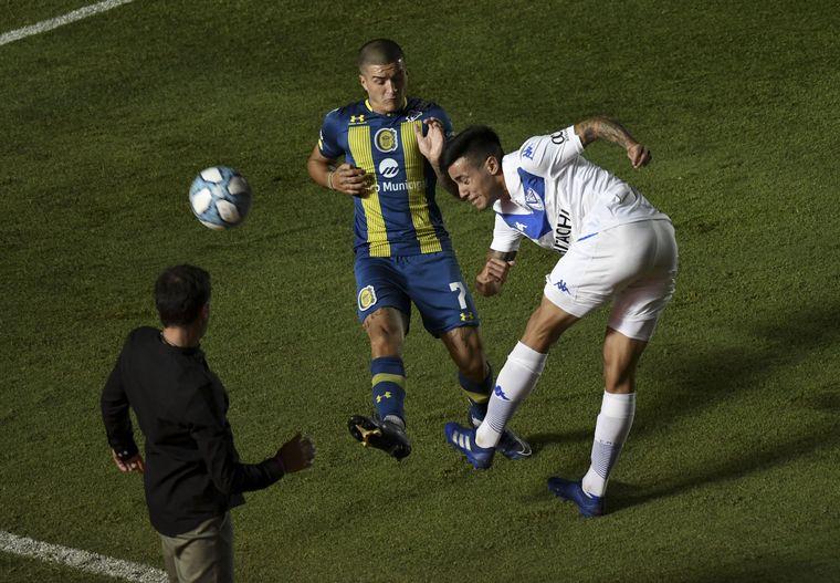 FOTO: Vélez Sarsfield venció a Rosario Central en San Juan por 3-1