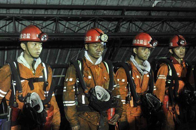 FOTO: Tensión en China por mineros atrapados tras una explosión.