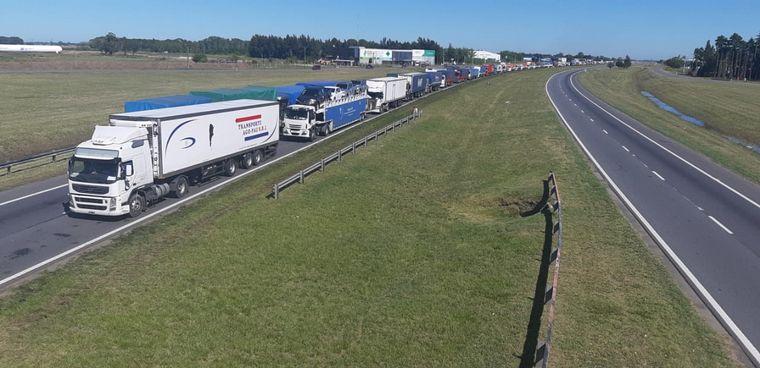 FOTO: Cortes de rutas por reclamo de transportistas