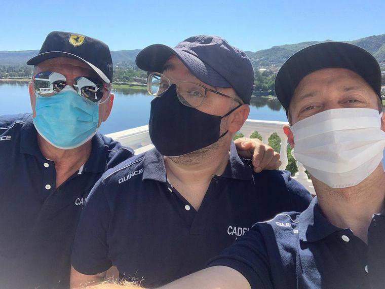 FOTO: Los tres mosqueteros navegaron el San Roque en hidropedal