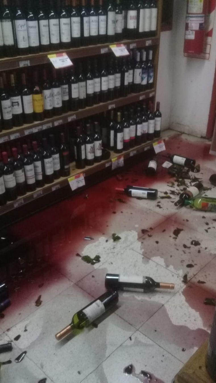 FOTO: Destrozos materiales en un supermercado
