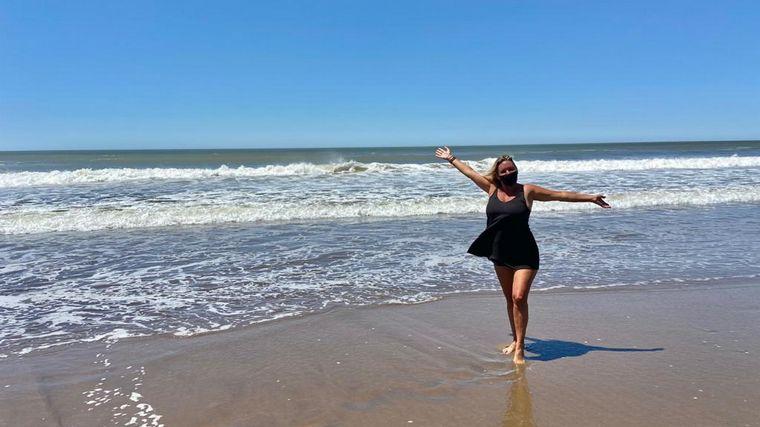 FOTO: Celeste Benecchi en el exclusivo parador Renata Beach en Pinamar