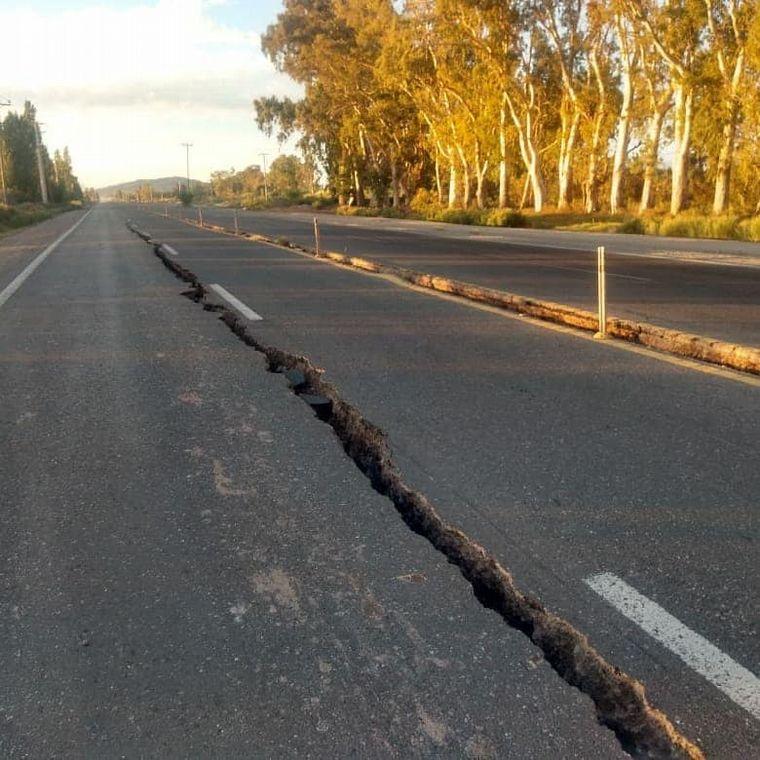 FOTO: Grietas en la ruta 40 (Foto: Diario Huarpe)
