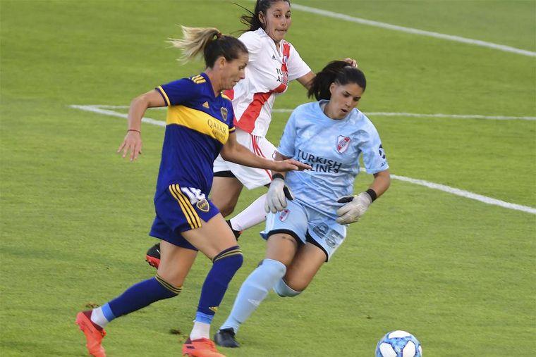 FOTO: Boca goleó a River en el femenino y es el primer campeón profesional.