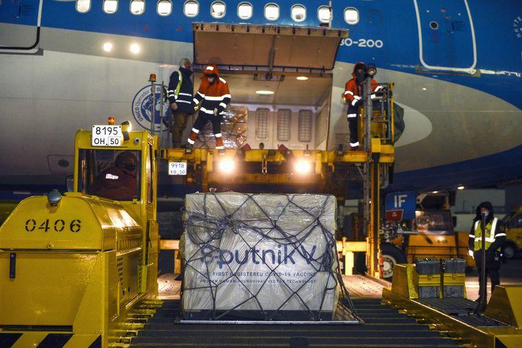 FOTO: Llegó la segunda tanda de 300 mil vacunas Sputnik V.