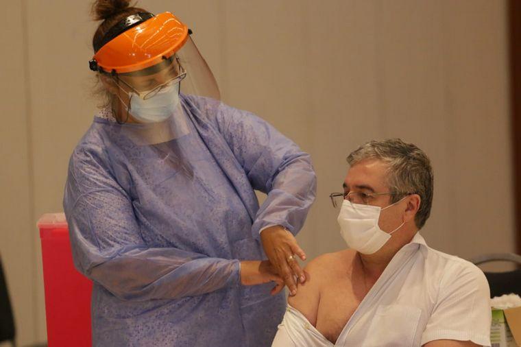 FOTO: Córdoba vacuna a mayores de 60 años con la Sputnik V.