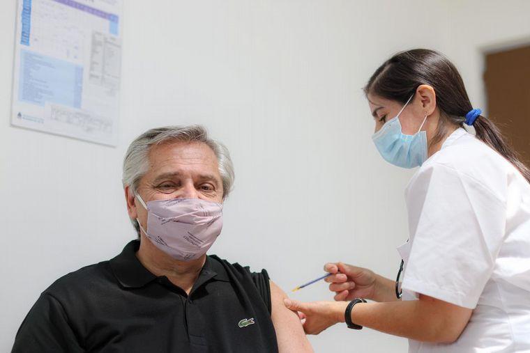 FOTO: Zannini se vacunó como personal de salud.