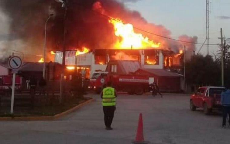 AUDIO: Un incendio arrasó la emblemática panadería La Unión