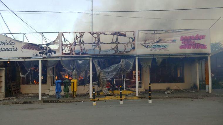 FOTO: Se incendió la tradicional panadería La Unión en Tolhuin.