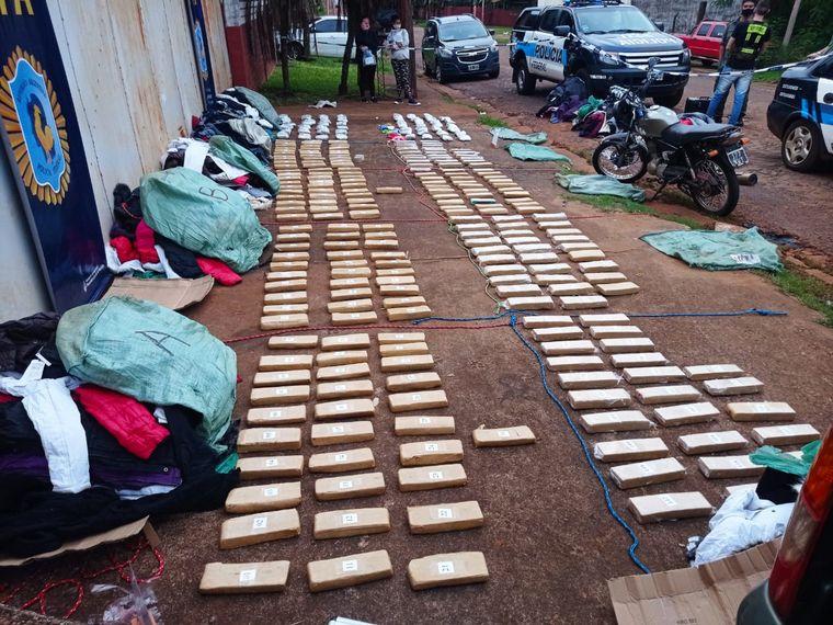 FOTO: Secuestraron más de 280 panes de marihuana en la ciudad de Puerto Iguazú