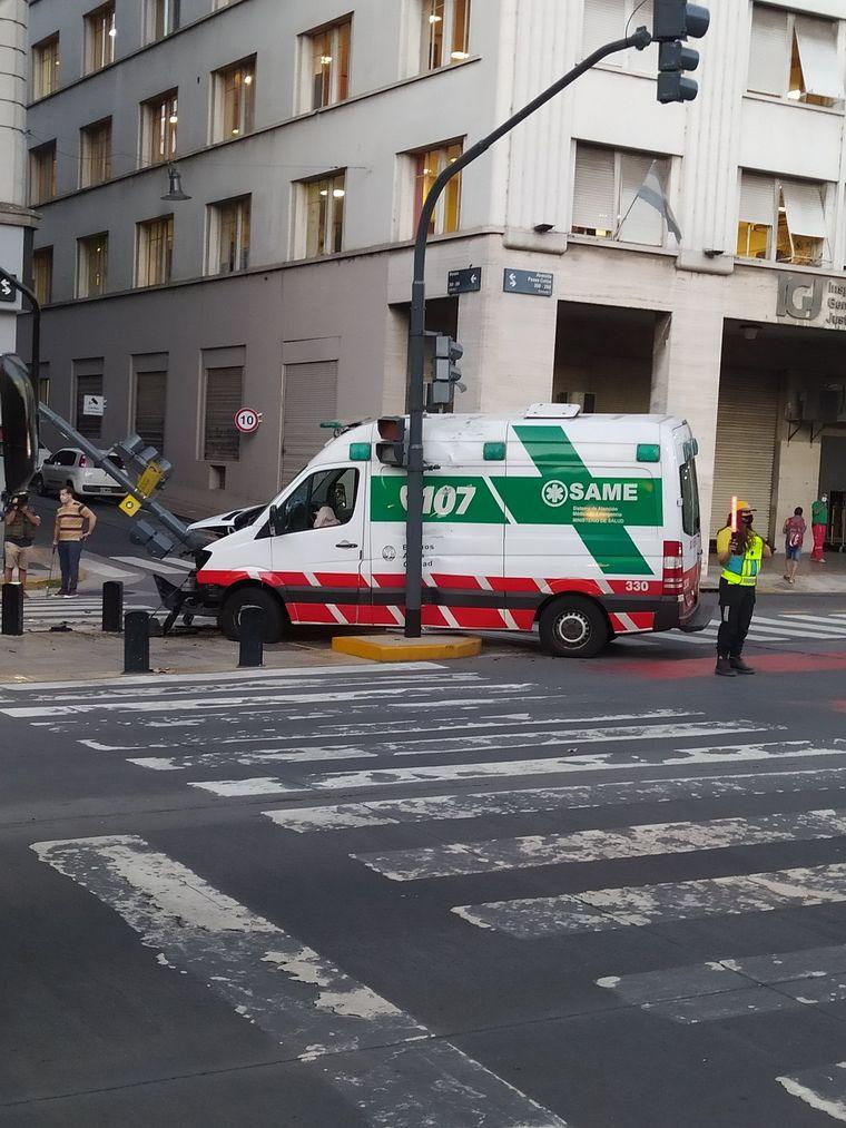 AUDIO: Chocó una ambulancia que llevaba a un herido por un pitbull