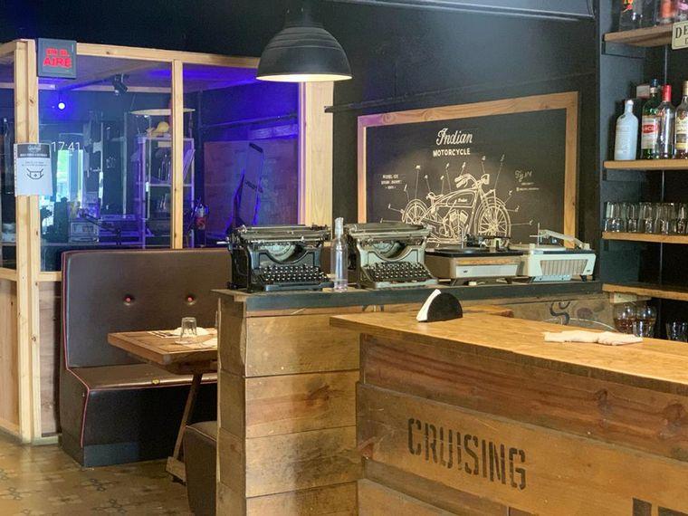FOTO: Lo de Pablo, un bar devenido en radio y biblioteca popular
