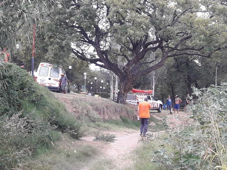 FOTO: Rescate a un hombre en Villa María.