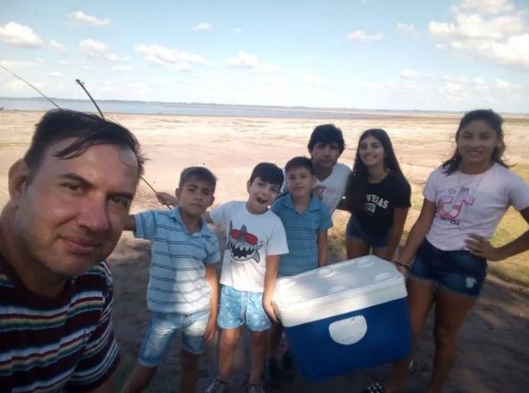 FOTO: Una familia naufragó y nadó ocho horas en el Río Uruguay