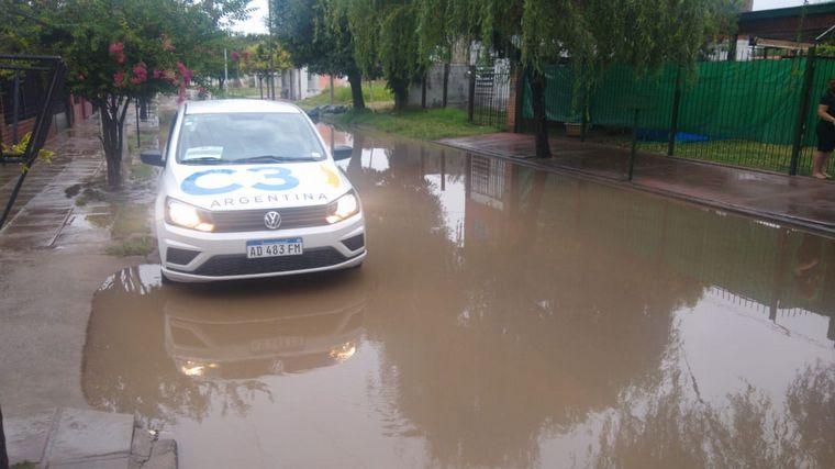 FOTO: Una vecina de barrio Los Robles contó cómo vivió la inundación de su casa.