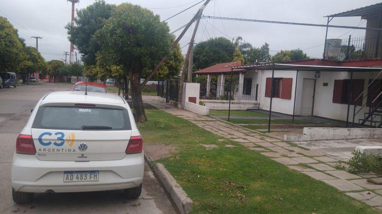 FOTO: Cayó un árbol en calle Miguel Cané 3758 en barrio Los Gigantes.