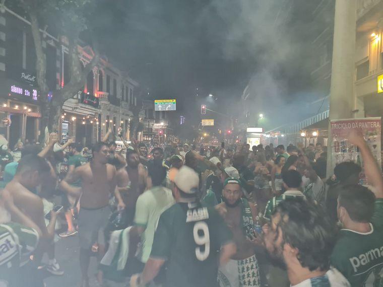 FOTO: Festejo de los hinchas de los Palmeiras por ser campeón de América
