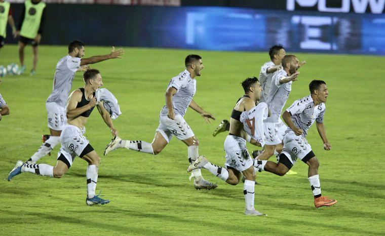 """FOTO: Luego de 22 años, el """"Calamar"""" consiguió este domingo regresar a la Primera División."""