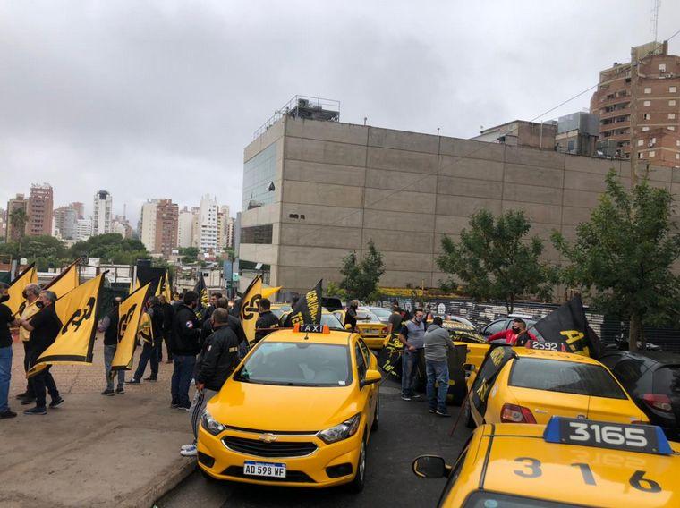 FOTO: Taxistas paran en Córdoba contra el transporte ilegal