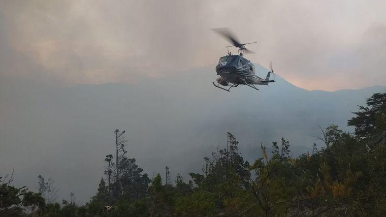 FOTO: Rescatan a brigadistas cordobeses encerrados por el fuego