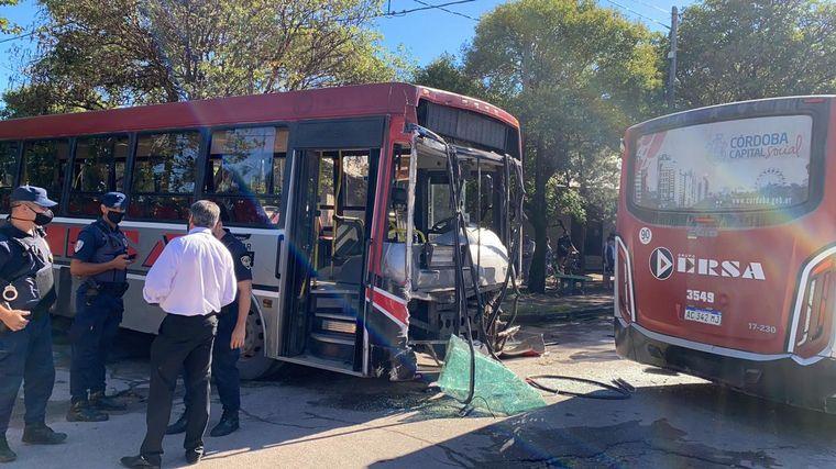 FOTO: Hay 14 heridos por el choque de colectivos en barrio Panamericano.
