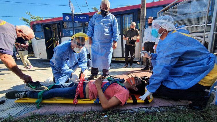 FOTO: El choque de colectivos dejó más de una decena de heridos.