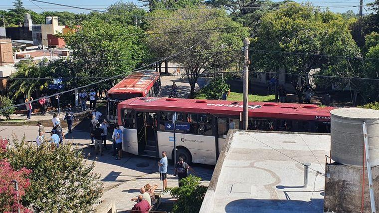 AUDIO: Chocaron dos colectivos urbanos en Córdoba: catorce heridos