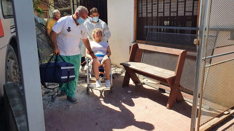 FOTO: Trasladan a la embarazada que vive frente al accidente