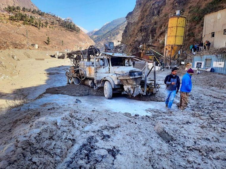 FOTO: El desprendimiento de un glaciar causa tragedia en India (Foto: Reuters)