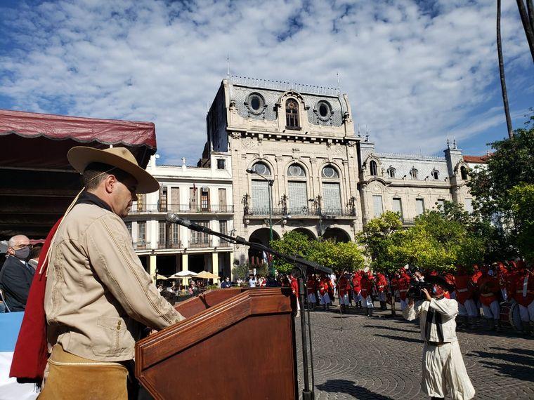 FOTO: El gobernador de Salta y la intendenta de la capital en el homenaje a Güemes